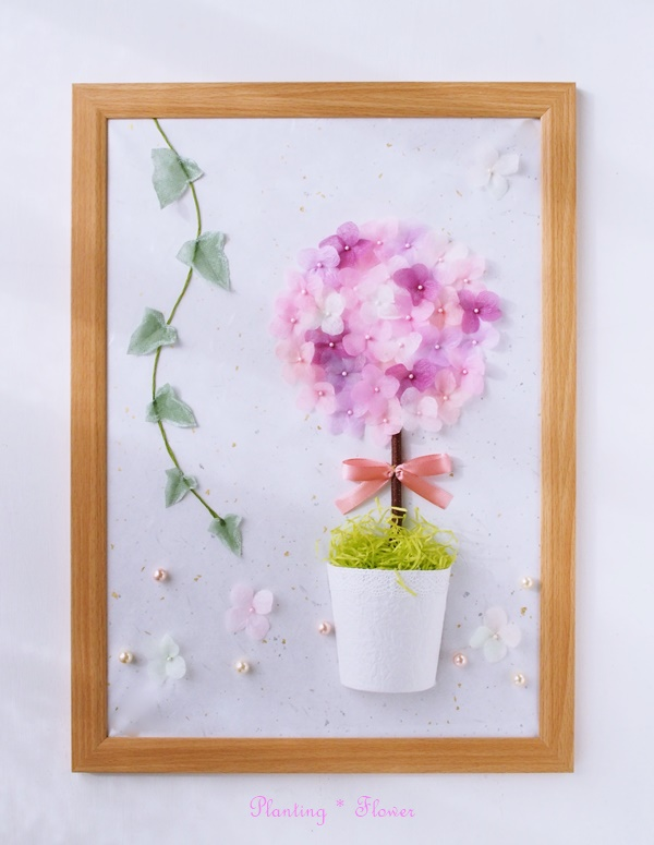 シニアのために開発されたエコなフラワーアート・プランティングフラワー作品。ドライ風紫陽花のリース